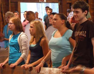 Teens gather to praise the Lord